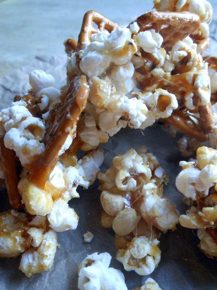 Homemade Caramel Popcorn Pretzel Snacks! The combination of salty and sweet makes this the perfect afternoon or movie time snack with the family!