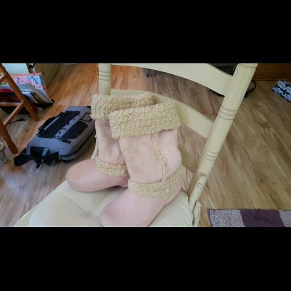 Womens boots worn on movie set for FOX STUDIOS Light pink crocs Shoes