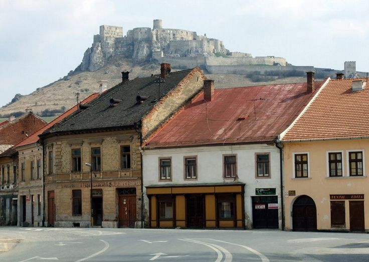 Spišské Podhradie is a little town well positioned for visiting four UNESCO heritage sites in the Spiš region of the eastern Slovakia. 15 minutes walking to Spišská Kapitula religious quarter, half an hour to Spišský Hrad (Spis Castle), 5 minitue drive to Žehra Church and 20 min. drive to historic Levoča Town.