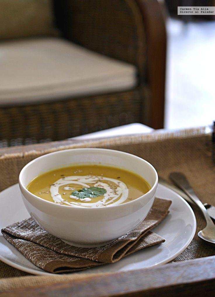 Te explicamos paso a paso, de manera sencilla, la elaboración de la receta de crema de calabaza y lentejas rojas al curry. Ingredientes, tiempo de elaboració...