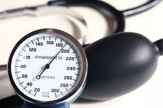Существует длинный список факторов, которые приводят к высокому артериальному давлению. Некоторые из них:  Ожирение; Сидячий образ жизни; · Диабет;