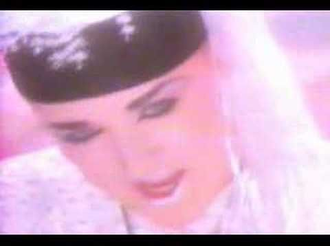 BOY GEORGE - MISTAKE NUMBER THREE (1985). This may be the best song from Boy George and Culture Club. If you don't know it, you'll love it! If you like it, please click on Like.