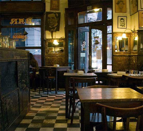 Buenos Aires, Bar en la Plaza Dorrego. Fotos de Wang Wei