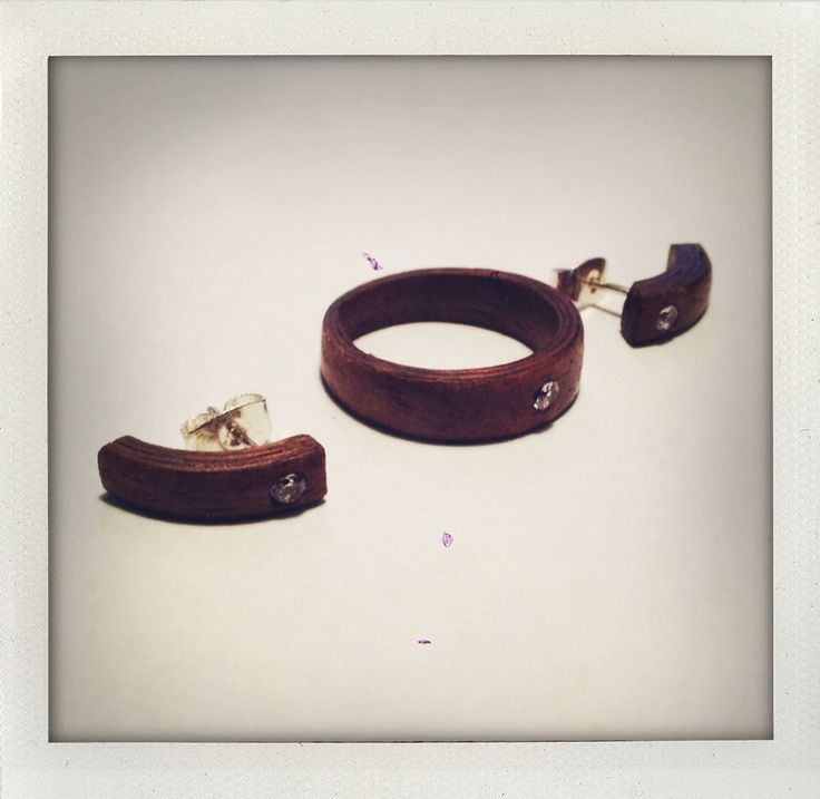 Walnut ring and earrings with zirconia