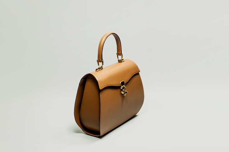 LUCIA   Bag 'all days',  elegant, front closure and single handle