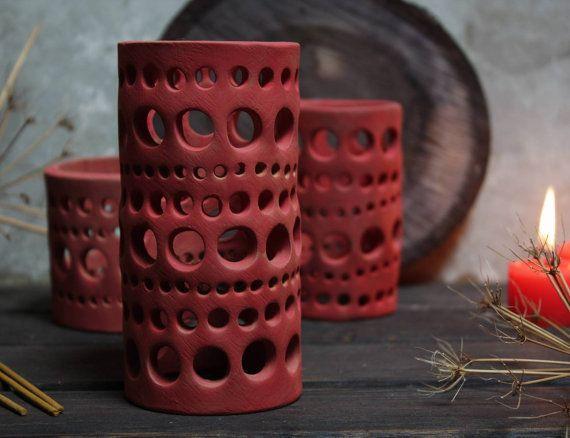 Centrotavola in ceramica. Tre lanterne rosse con di NidaCeramiche