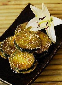 Como hacer Milanesas de berenjenas. Las Milanesas de berenjenas, son muy ricas y se hacen del modo tradicional como cualquier milanesa. Milanesas de berenjenas son ideales para servir acompañadas de ensaladas. Receta de Milanesas de berenjenas facil.