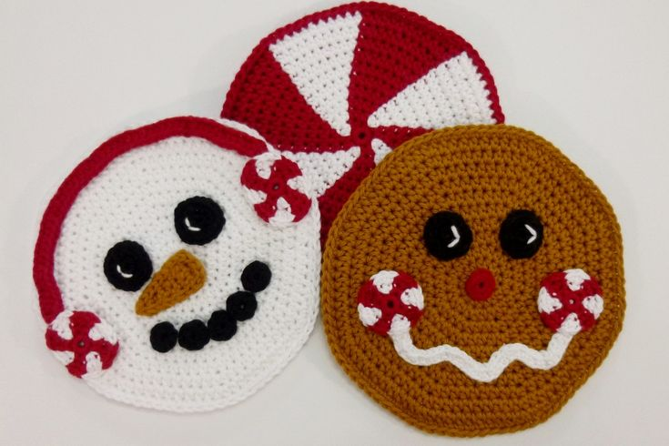 Peppermint Pals Holiday Hot Pad Set crochet pattern by Darleen Hopkins http://crochetbydarleenhopkins.com/2014/12/11/i-like-crochet-holiday-2014/