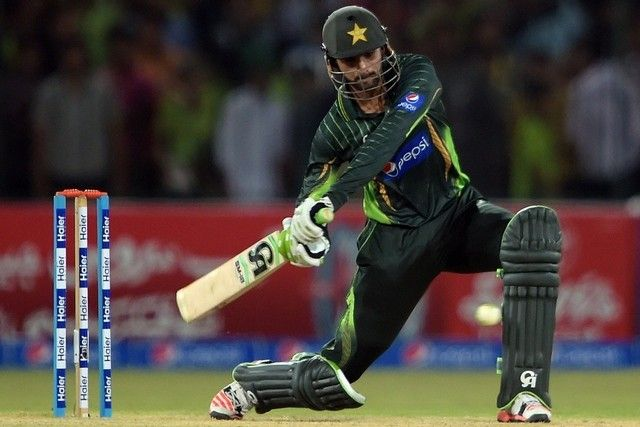 Shoaib Malik Marks His Return in Style with a Ton #PakistanPlayers #ShoaibMalik #PakistanCricketTeam #Cricket