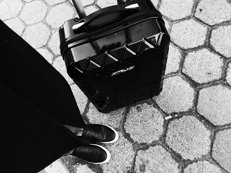 Ready for Take Off! JETT BLACK Luggage #BlackAndWhite #AirportLife #Jetsetter
