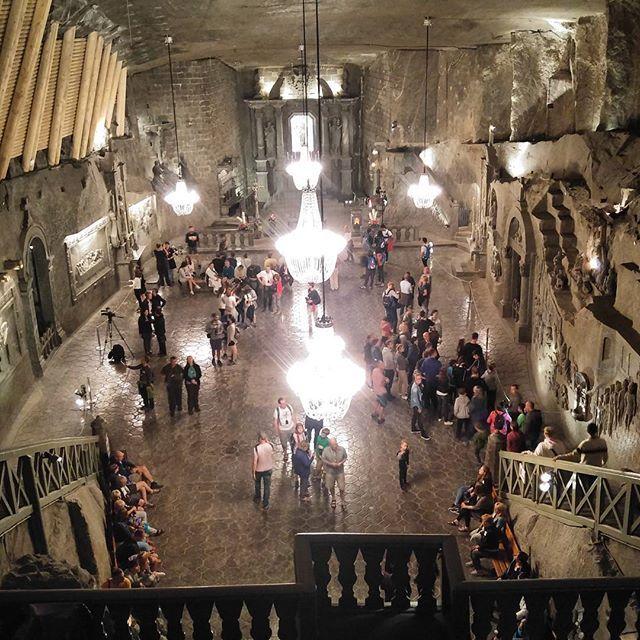 Capela de Santa Kinga dentro da mina de Sal em #wieliczka. Esta é a capela mais profunda do mundo, ela está a 360 metros embaixo da terra #SDM2016 #krakow2016 #cancaonovanajmj