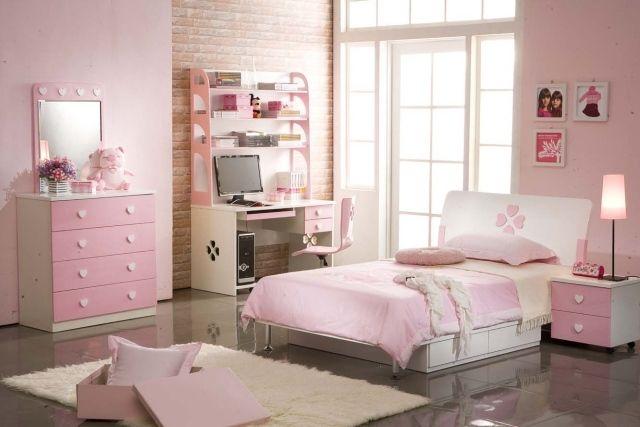 papier peint décoratif imitation brique rose dans la chambre de fille ado
