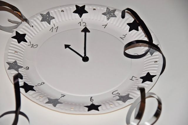 House No. 43: Tischdekoration zum Jahreswechsel Silvester Happy New Year Crafting Pappteller, Uhr, Clock, mit Kinder zu Silvster basteln, kids crafting