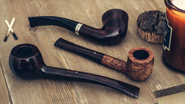 18 Dunhill pipes find their way to our site today in a very special Friday update. http://smokingpip.es/2j7K15Z