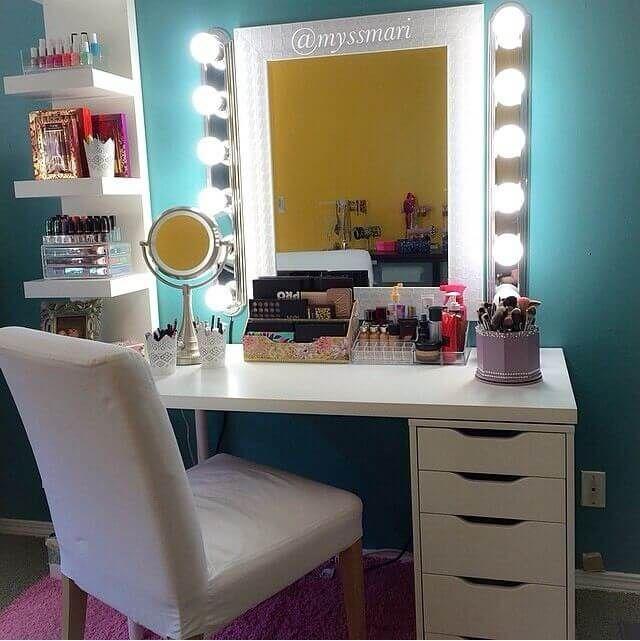 Glamorous Professional-Style Vanity with Storage Drawers