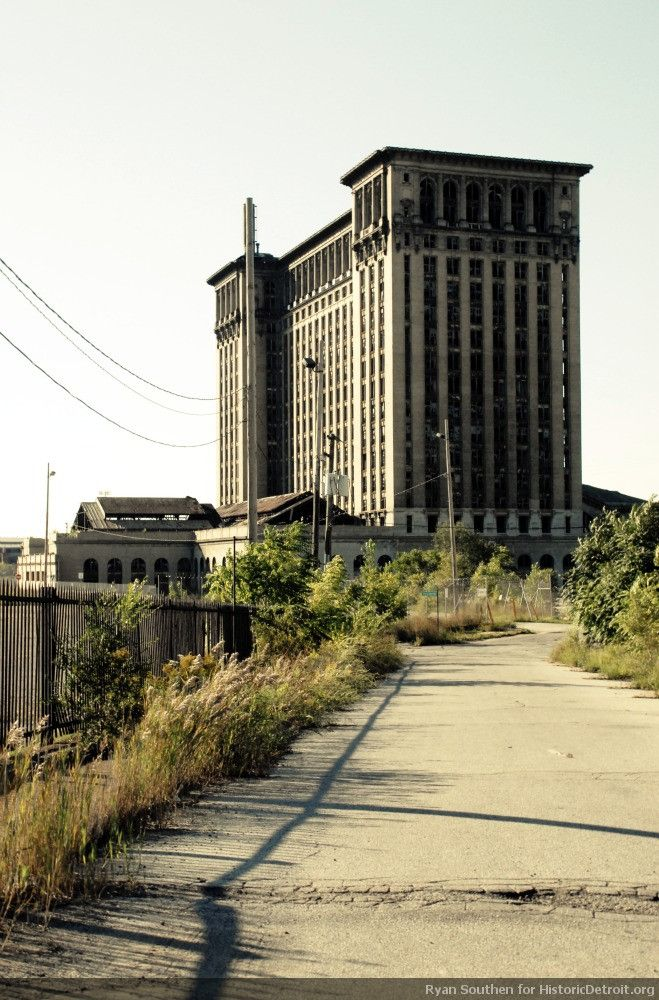 detroit abandoned buildings photo essay Photographers who produce spectacular images of detroit, chernobyl,   reporters i met weren't interested at all in telling the story of detroit, but instead   lush color pictures of abandoned buildings and other signs of abject.