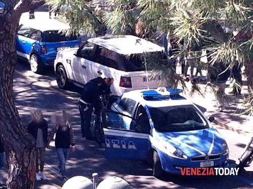Veneto: #Jesolo #Lido nel #mirino dei ladri: negozio svaligiato predoni in fuga da un appartamento (link: http://ift.tt/2mwH3cu )