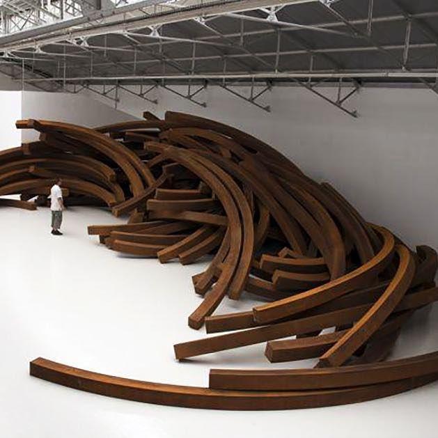 WOW!  L'effetto meraviglia davanti a Centocinquanta tonnellate di #acciaio #corten.  Questa è la visione di uno degli spazi della Fondazione Bernar Venet a #NewYork.  #BernarVenet #Cortensteel #art #installation  #artist #sculpture #photography #exhibitio