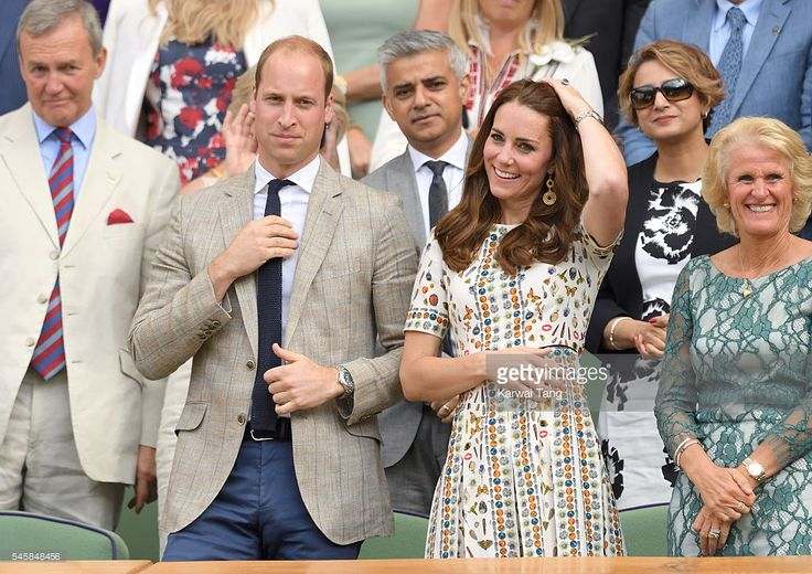 Catherine, Duchess of Cambridge and Prince William, Duke of Cambridge attend the Men's Final of the Wimbledon Tennis Championships between Milos Raonic and Andy Murray at Wimbledon on July 10, 2016 in London, England.  (Photo by Karwai Tang/WireImage)