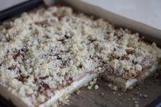Špatná fotka, ale obrovská dobrota - Drobenkový koláč s tvarohem a jablky