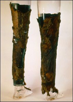 Leggings 3,300 BCE Probably the best example of a complete set of prehistoric clothes is that belonging to the 5,300 year old Ötzi the Iceman found in the Alps in 1991.