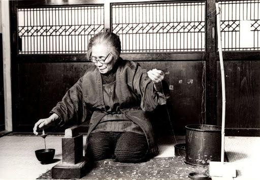 An Ancient Method of Putting a Twist in Thread (Yorikake), Echigo Jōfu. Kyoto Women's University, Lifestyle Design Laboratory