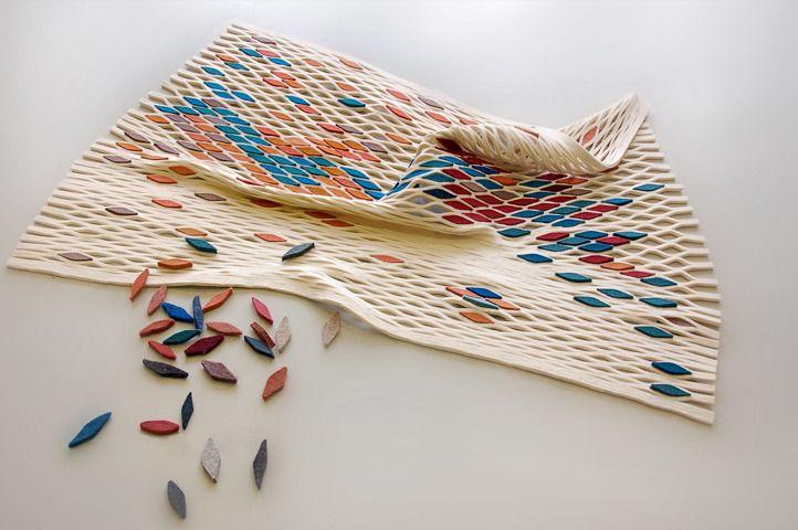 Tapis persan revisité :  Le tapis est l'objet par excellence qui représente la culture persane.  Begum Cana Ozgur, jeune designer turc, s'est réapproprié cet objet symbole de sa culture, et l'a réactualisé en 2012. La structure alvéolée sert de toile de fond où l'utilisateur peut se créer son propre motif et sa propre histoire en y insérant de petites pièces de feutre colorées.