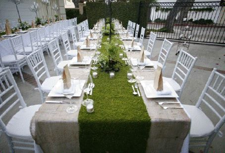 fake grass runner: Grass Runners, Tables Sets, Decor Ideas, Receptions Tables, Burlap Tables, Tables Toppers, Moss Tables Runners, Moss Runners, Burlap Talb