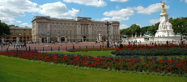 Pay-what-you-like Westminster walking tour, a great London sightseeing experience for every budget.