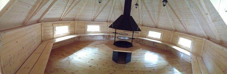 Dużo miejsca w domku grillowym 25m2, od ściany do ściany 540 cm.