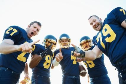 high football team picture ideas | 131614-425x282-High_School_Football_Team.jpg