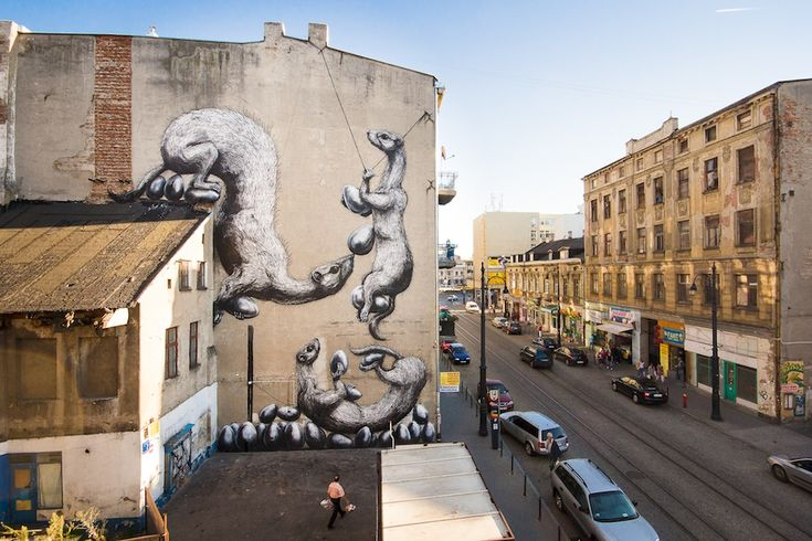 By ROA at GALERIA URBAN FORMS in Lodz, Poland.