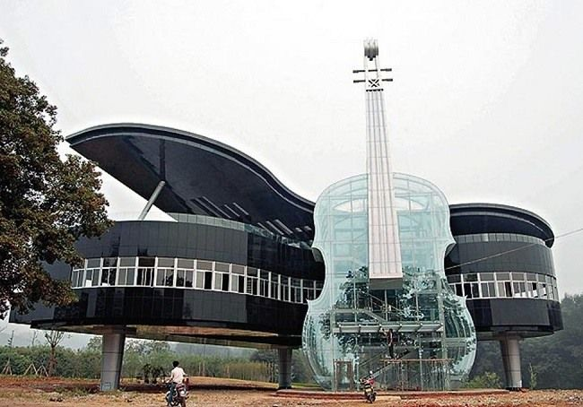 Built in a rural area of  Huainan, Anhui, China, this piece of musical structure consists of a violin and a piano.