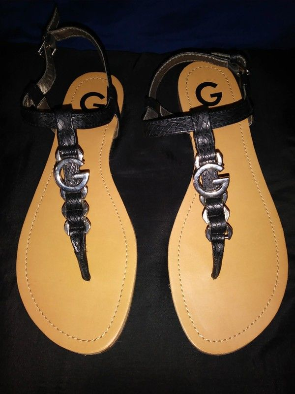 f2c85fc298b3 G By Guess Black Thong Sandals Size 8.5 - This is a beautiful pair of G By  Guess black
