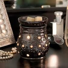 Margo Scentsy Warmer - A shimmering metallic reactive-glaze finish and exquisitely embossed details punctuated by creamy faux pearls create a feeling of romance. €41 or £35 don't forget to change the flag for the country you live in #scentsymargo #candlewarmer #giftforwomen #lovecandles #scentedcandles #pearls