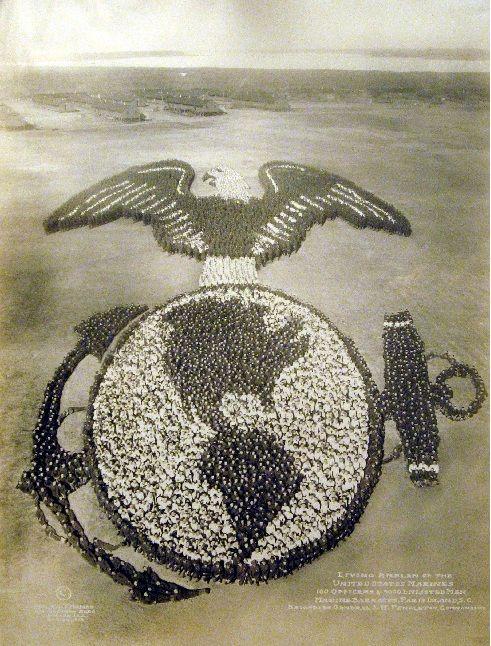 La première guerre mondiale a profondément modifiée les méthodes de gestion des armées. Le conflit se fait avec des millions d'hommes,  et l'esprit de corps se forge.
