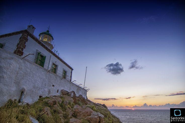 Lighthouse in Akrotiri village