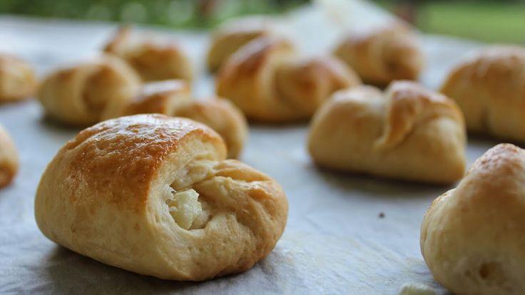 Τα πιο αφράτα τυροπιτάκια -  Easy greek feta pies!