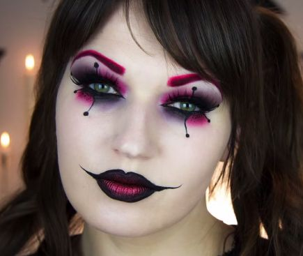 If you want a clown look that's creepy but not outright terrifying, beauty vlogger Jula Graf's Harley Quinn–inspired look is spot-on.