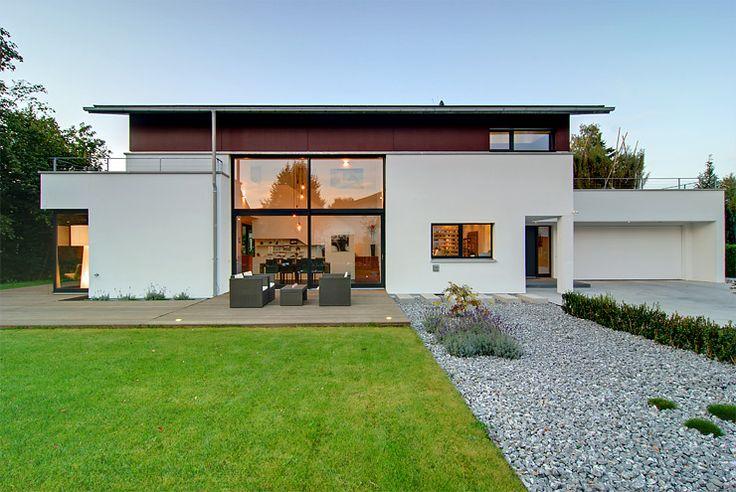 Diese äußerst schlichte und moderne Villa von dem Fertighaushersteller Philiphaus ist ein perfektes beispiel für das heutige moderne Wohnen.