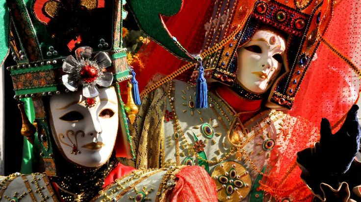 Love the colors on these Carnevale masks from Venice
