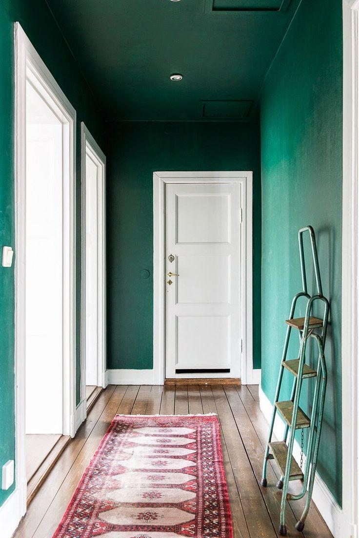 Du vert canard pour décorer le couloir.
