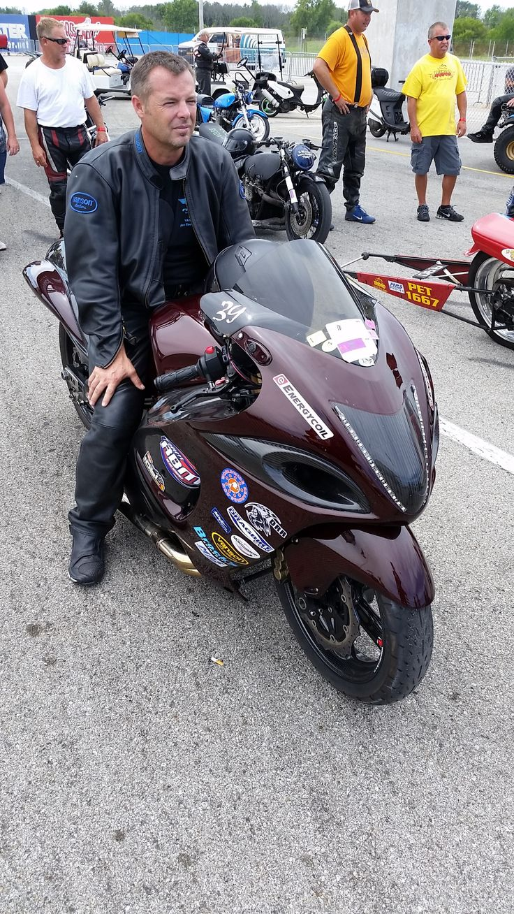 Wes Brown was 2nd in Crazy 8's to teammate Ron Arnold at last weekend's NHDRO race.  He was piloting Ben Knight's completely decked out MMS #Hayabusa.  #realcarbonfiber head to toe!  #mms #rotobox #carbon @brocksperf @dragbikecom