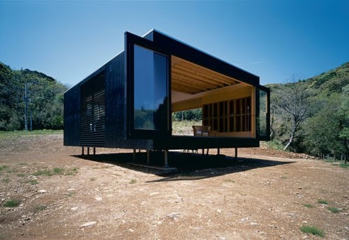 aero house - Google-søgning: Idea, Architecture Tiny Houses, Open Spaces, Tadashi Murai, Small Spaces, Photo, Simply Sustainability, Black Boxes, Black Wall