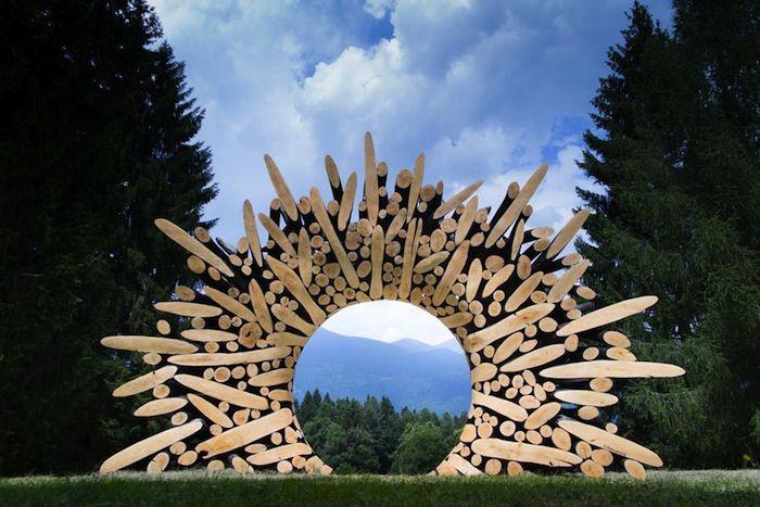 Il assemble du bois brut… pour en faire des œuvres hallucinantes ! Voici 17…