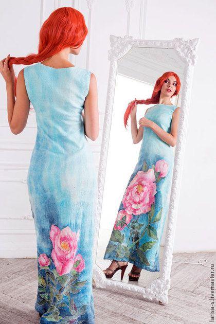 Купить или заказать Тонкое валяное платье Пион в интернет-магазине на Ярмарке Мастеров. Тонкое валяное платье из шелковой ткани и тонкорунной шерсть. Ткань полностью покрыта ручной росписью.