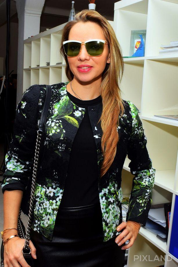 Рижские стилисты примеряют новые солнечные очки. Фото №4
