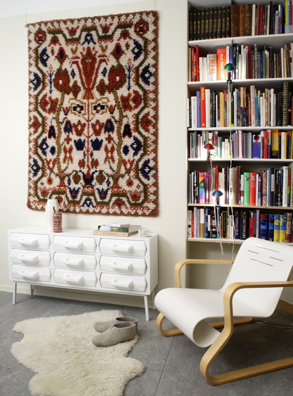 59 best images about hanging rugs on pinterest dhurrie rugs tapestries and sisal rugs. Black Bedroom Furniture Sets. Home Design Ideas