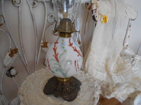 antieke orkaan olielamp melkglas verhoogd floral door polkadotrose