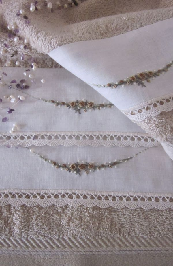 Elizabeth Hand Embroidery: Pillows
